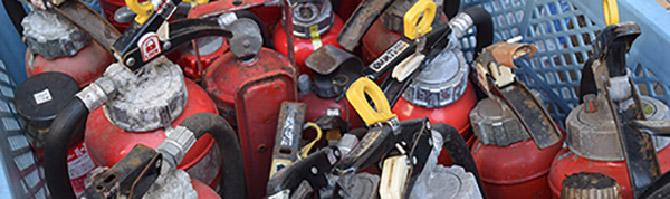 古い消火器